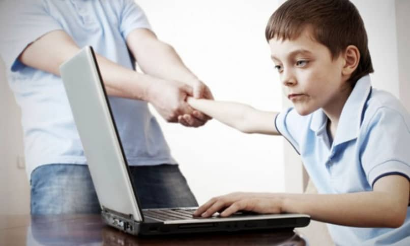 como es la ciberadiccion a internet por parte de infantes