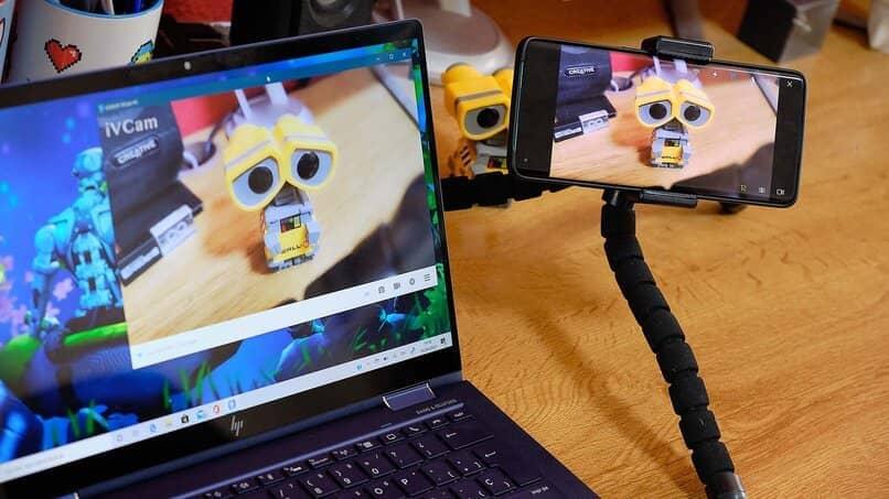 camara web con el movil sincronizada con una laptop